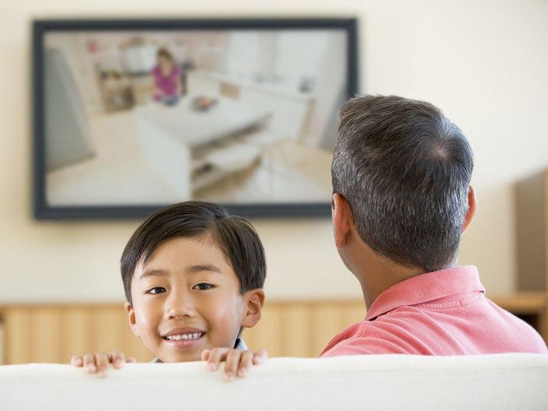 ab wann d rfen kinder einen eigenen fernseher haben